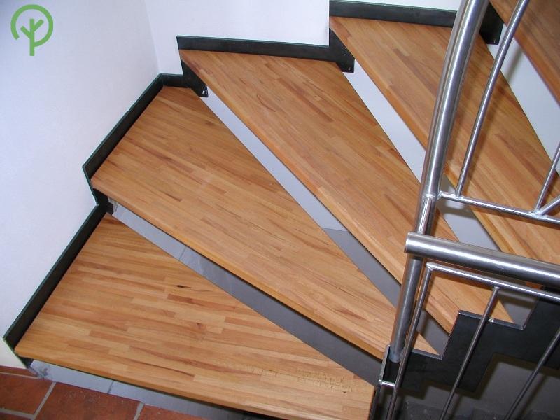 Táblásított bükk lépcső